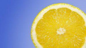 Agua detox limon