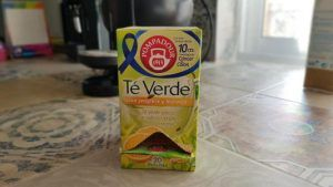 Probando té verde con jengibre y naranja pompadur
